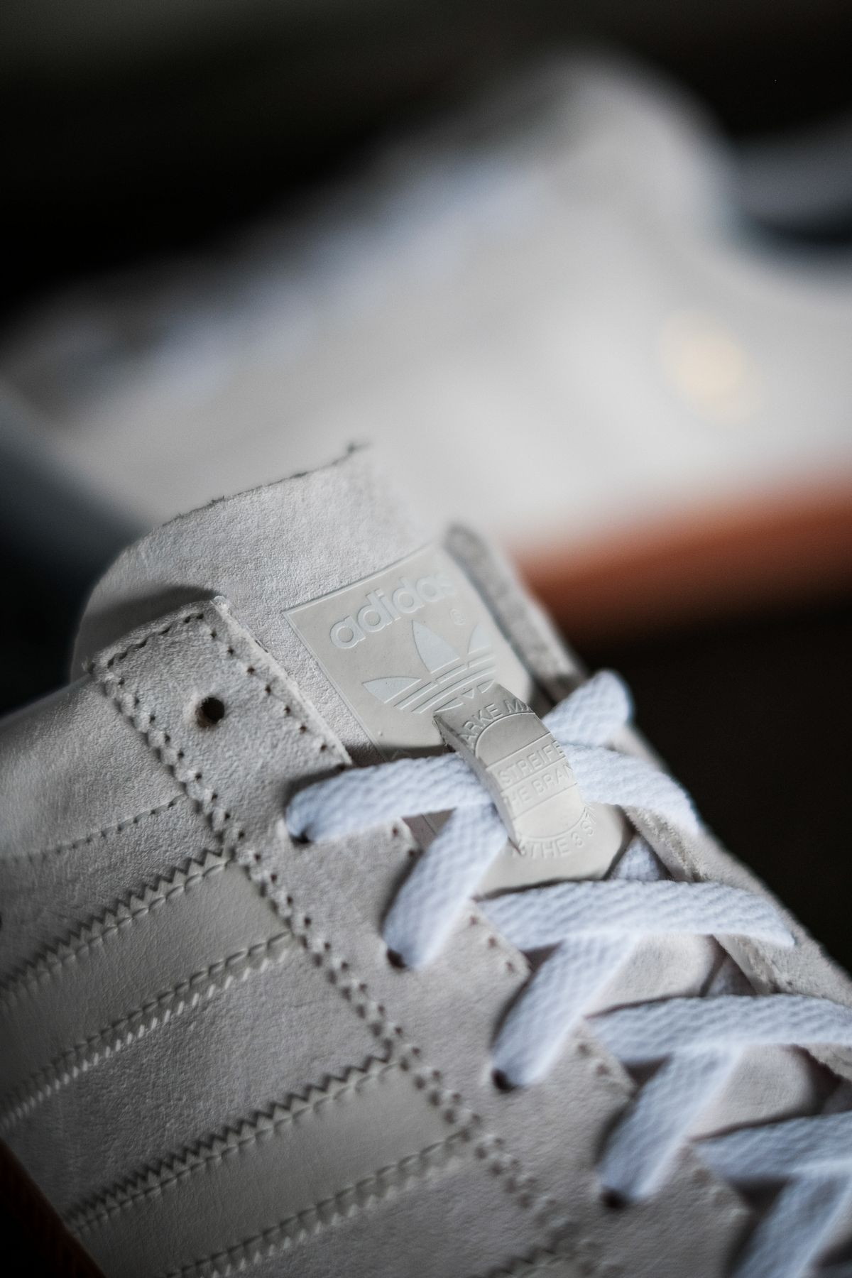 details of the adidas Originals - Blanc - cloud white/off white/gold metallic - H01800