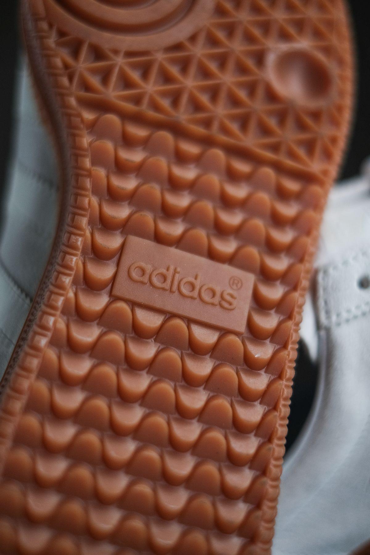 gum outsole adidas Originals - Blanc - cloud white/off white/gold metallic - H01800