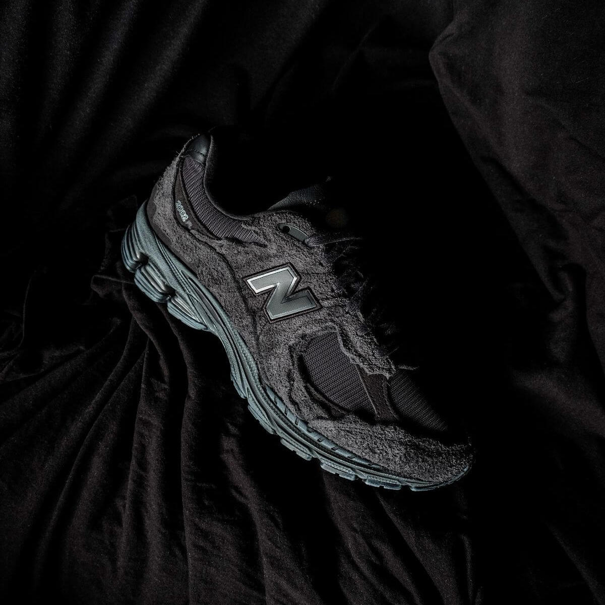 detailed photo of the New Balance - M2002 RDB - Protection Pack - phantom/magnet