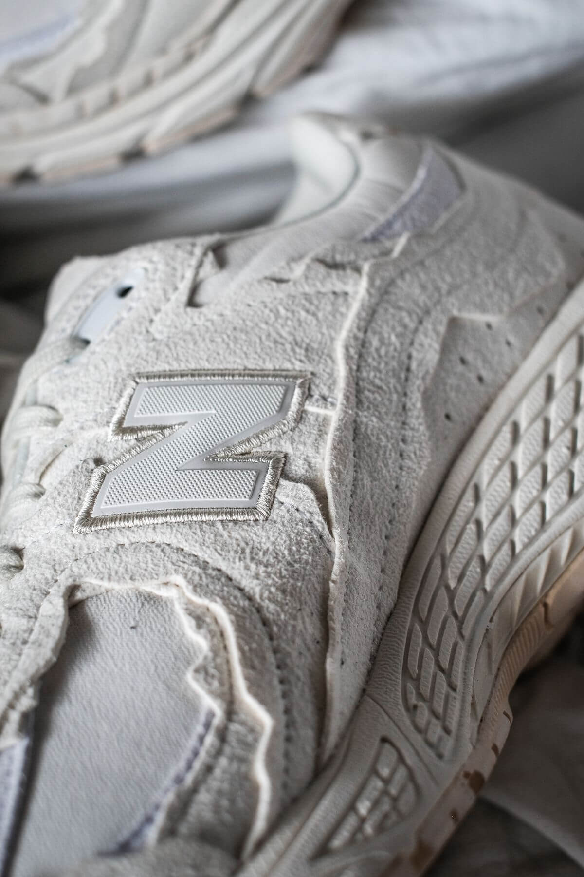 detailed photo of the New Balance - M2002 RDC - Protection Pack - sea salt