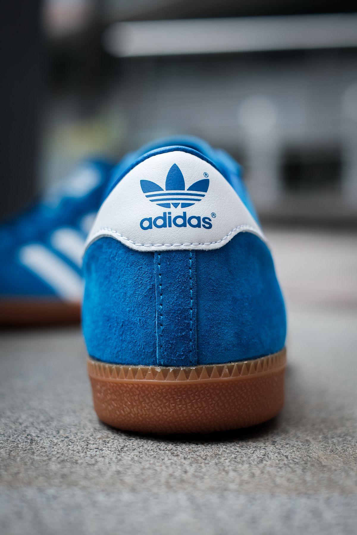 close up heel trefoil - adidas Originals - Bleu - bright blue/cloud white/gold metallic - H01798