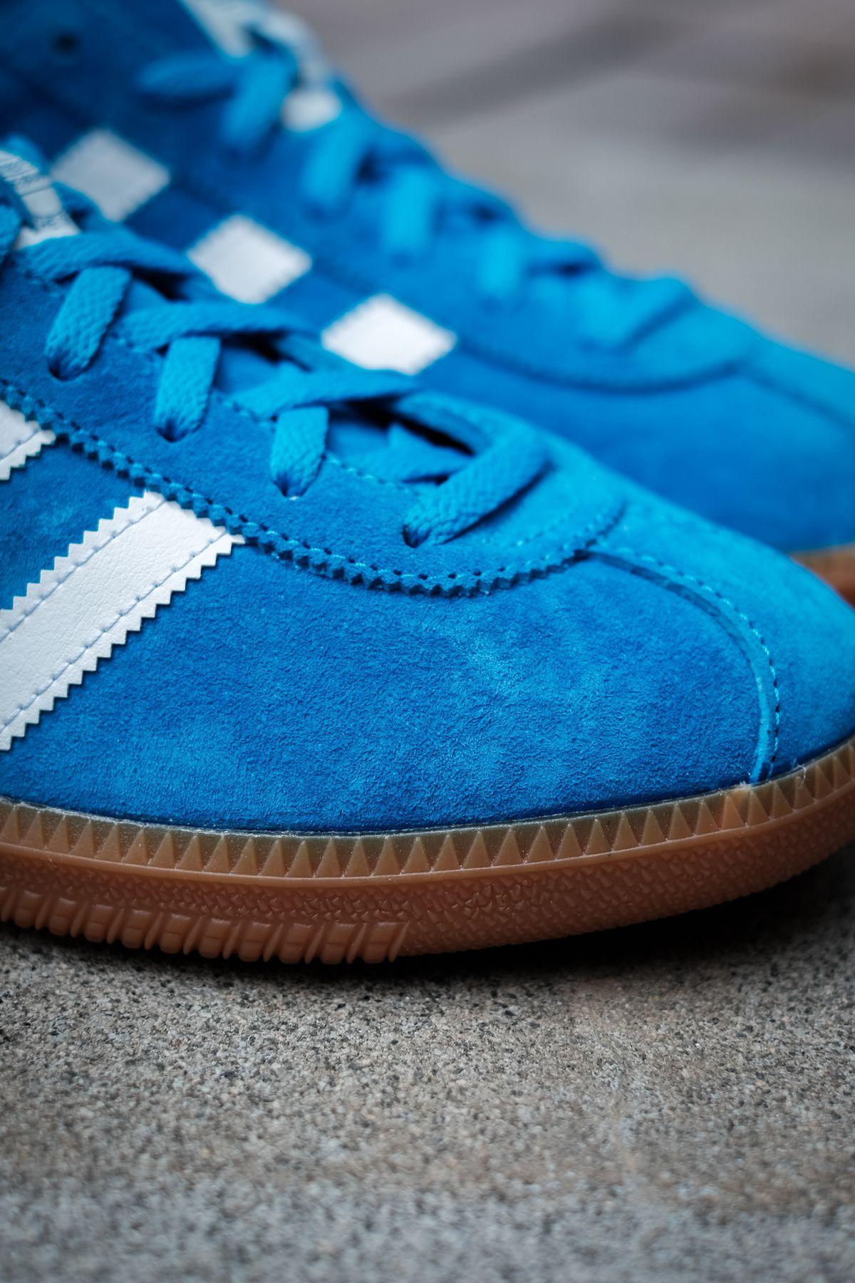 close up toe box - adidas Originals - Bleu - bright blue/cloud white/gold metallic - H01798