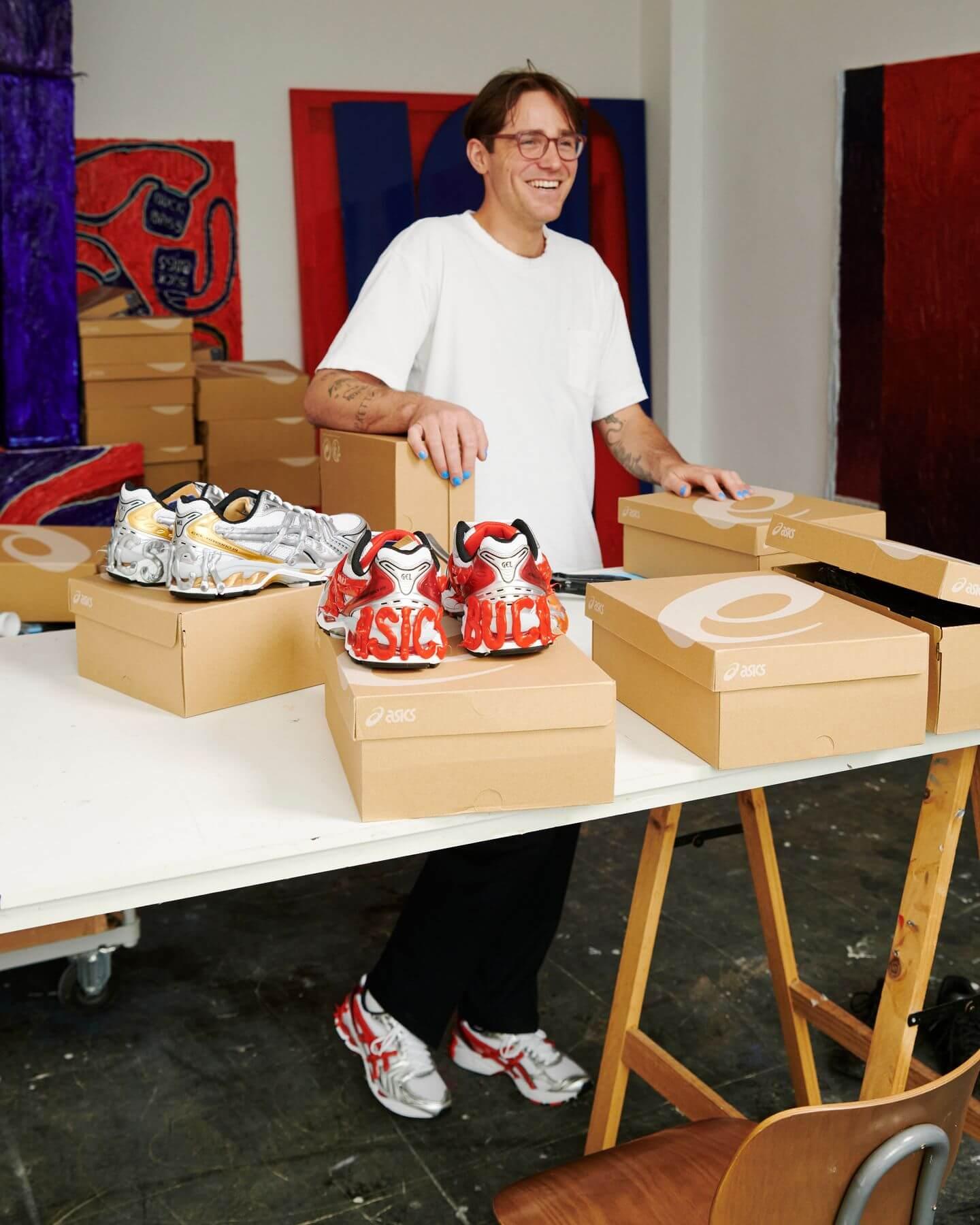 Dennis Buck bei der Arbeit - Crafts for Minds CFM Projekt mit ASICS SportStyle