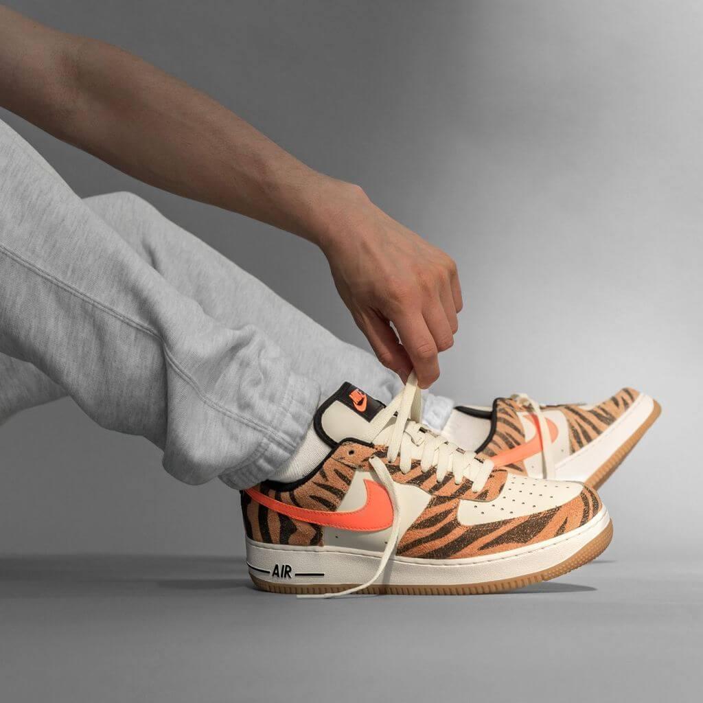 Nike Air Force 1 '07 Premium - coconut milk/atomic orange-fuel orange - DJ6192-100