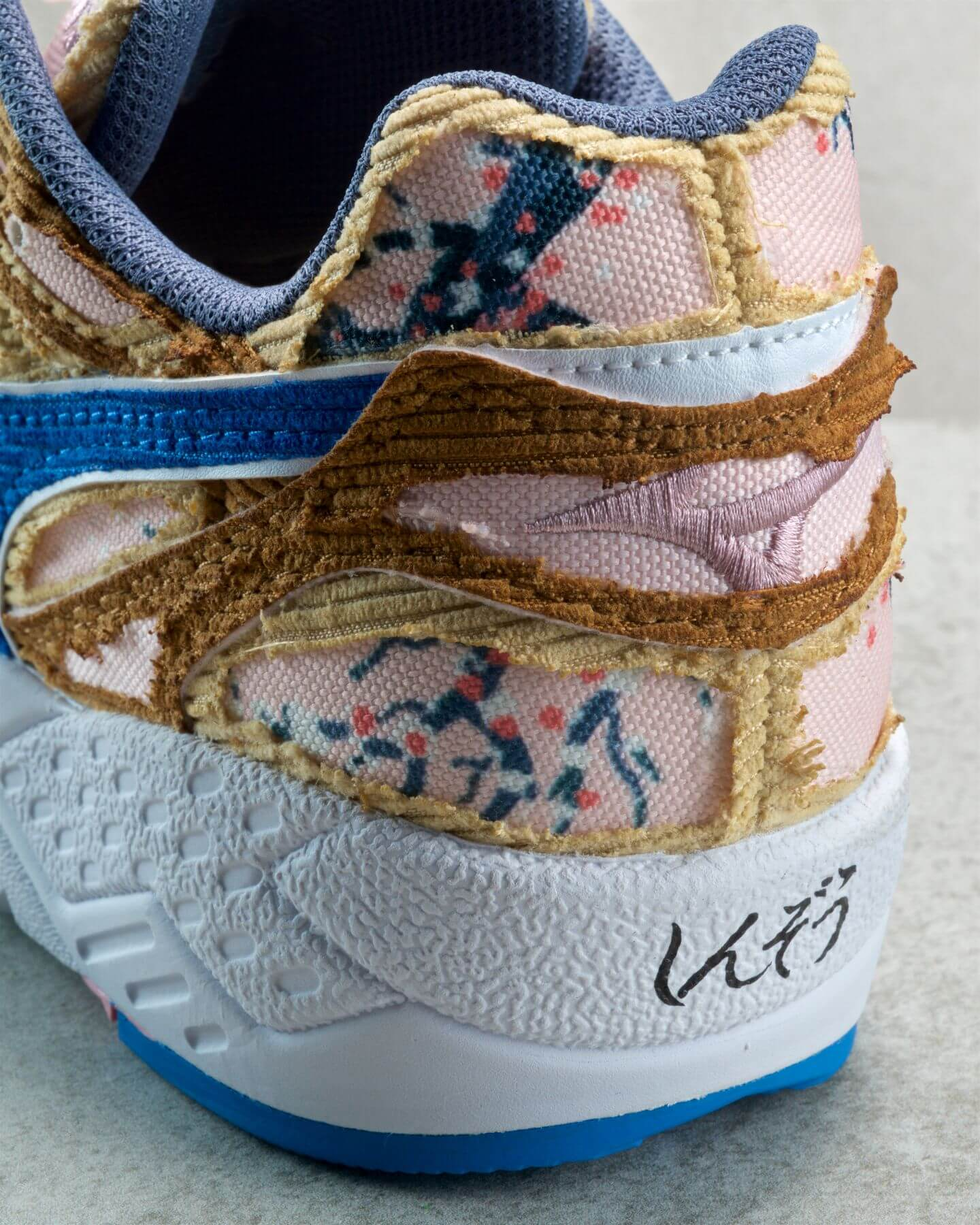 heel logo detail shinzo - Mizuno x Shinzo Paris - Contender - brown/blue - cherry blossom