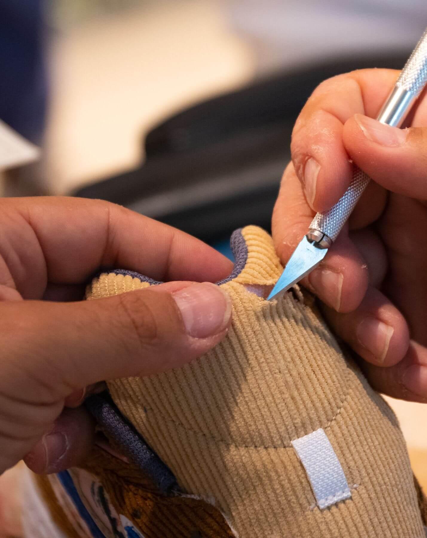 scalpel / skalpell - details customizing Mizuno x Shinzo Paris - Contender - brown/blue - cherry blossom