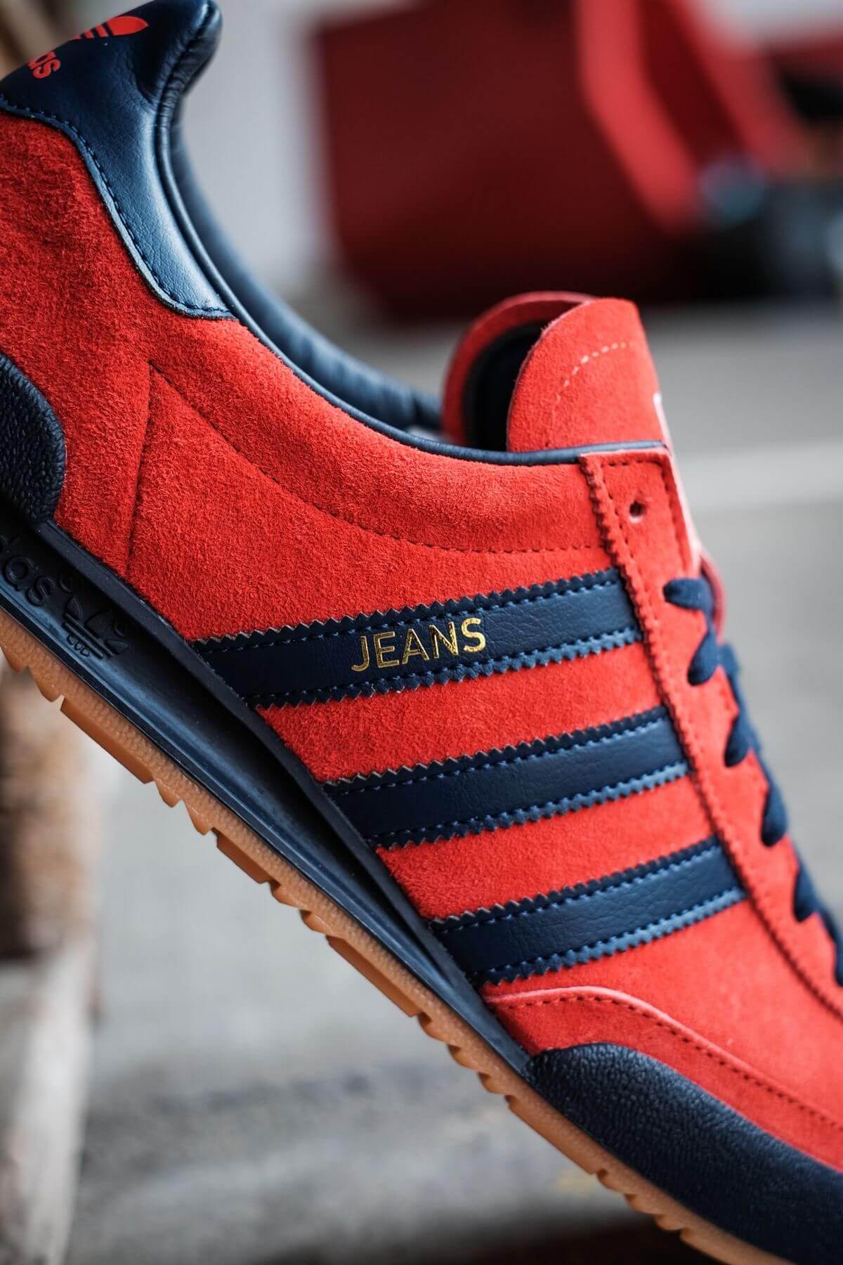 close up of the adidas Originals - Jeans - red/collegiate navy/gold metallic - GX7649