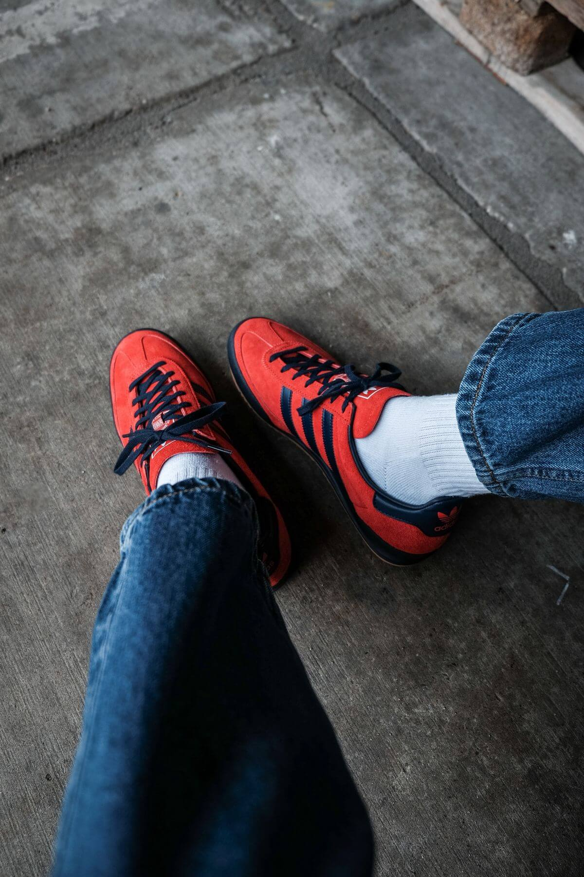 on feet photo of the adidas Originals - Jeans - red/collegiate navy/gold metallic - GX7649