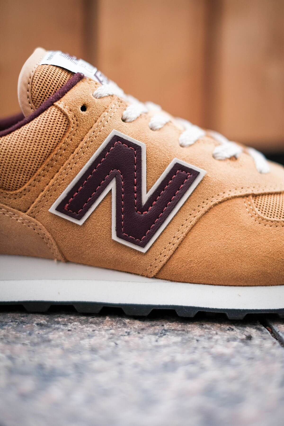 N-branding details of the New Balance - 574 History Class Pack - ML574BF2 - brown