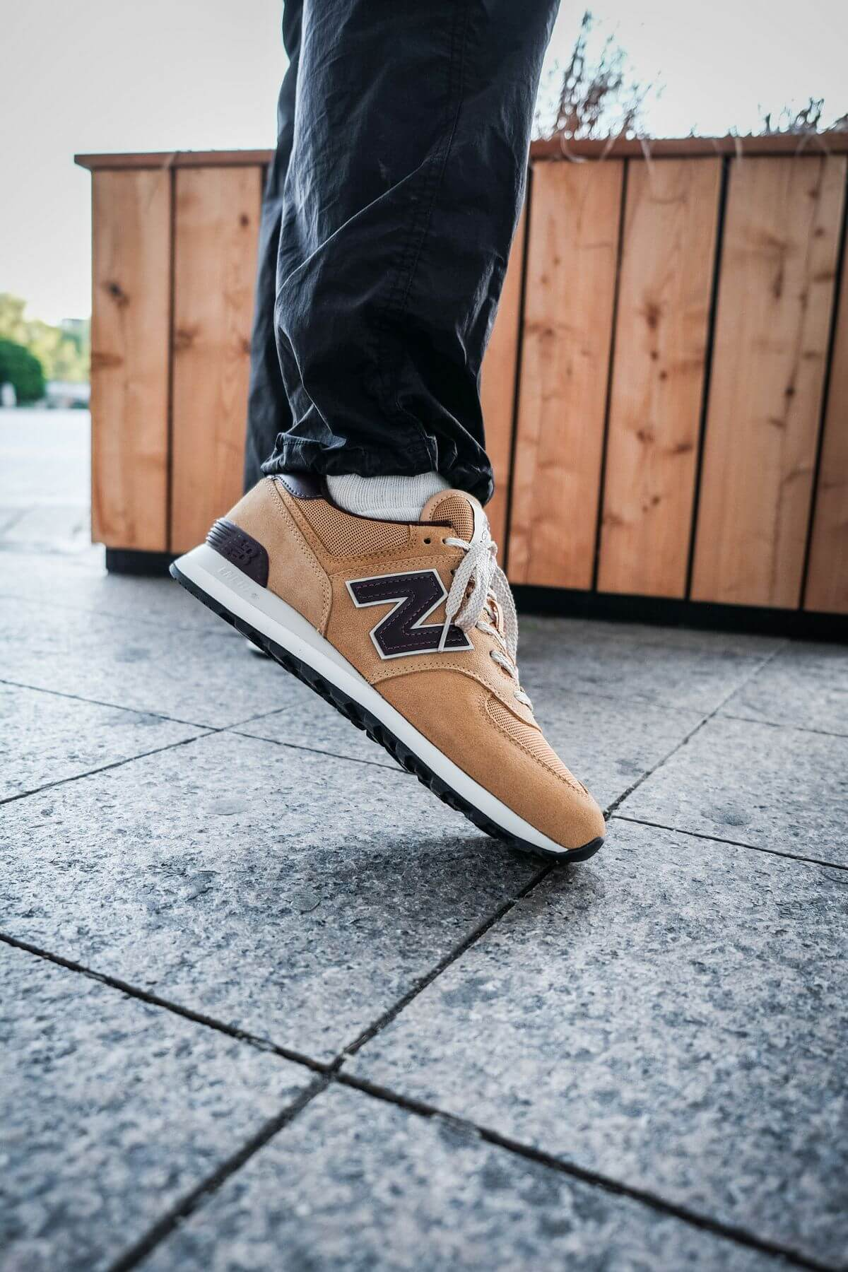 on feet - the New Balance - 574 History Class Pack - ML574BF2 - brown