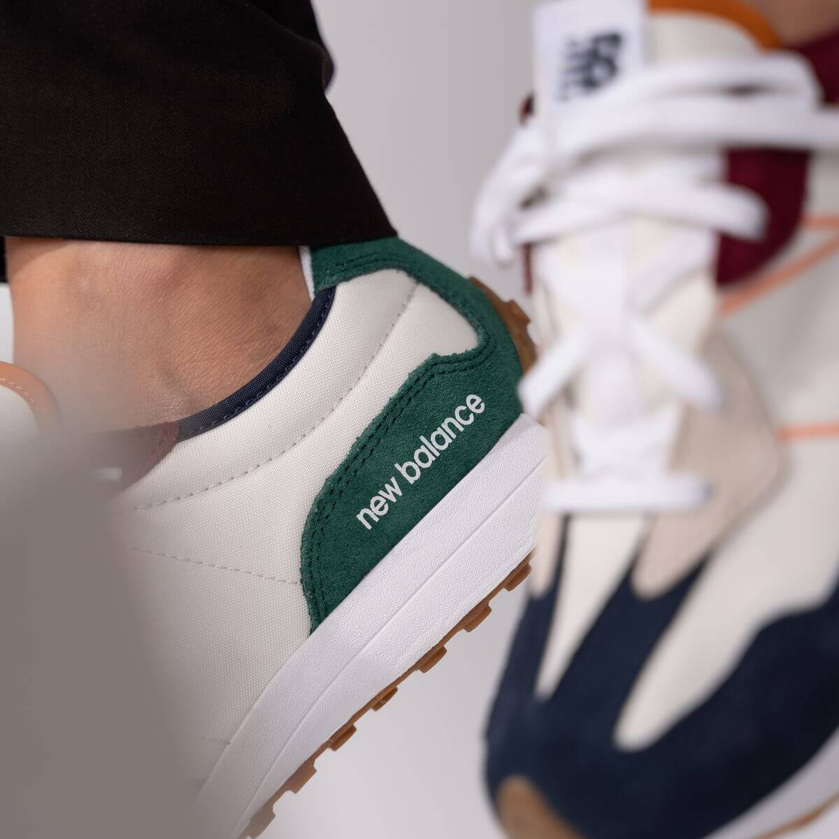 close up - New Balance - GS327HH1 - white/green/red