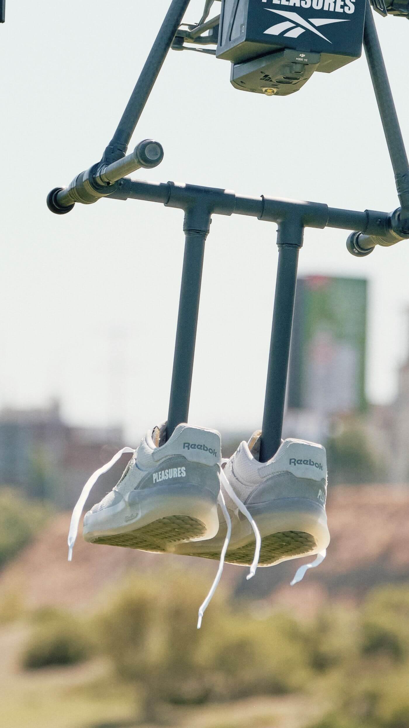 sneaker drone - Reebok x Pleasures - Club C Legacy - pure grey 2 / pure grey 4 /straw - GW2639