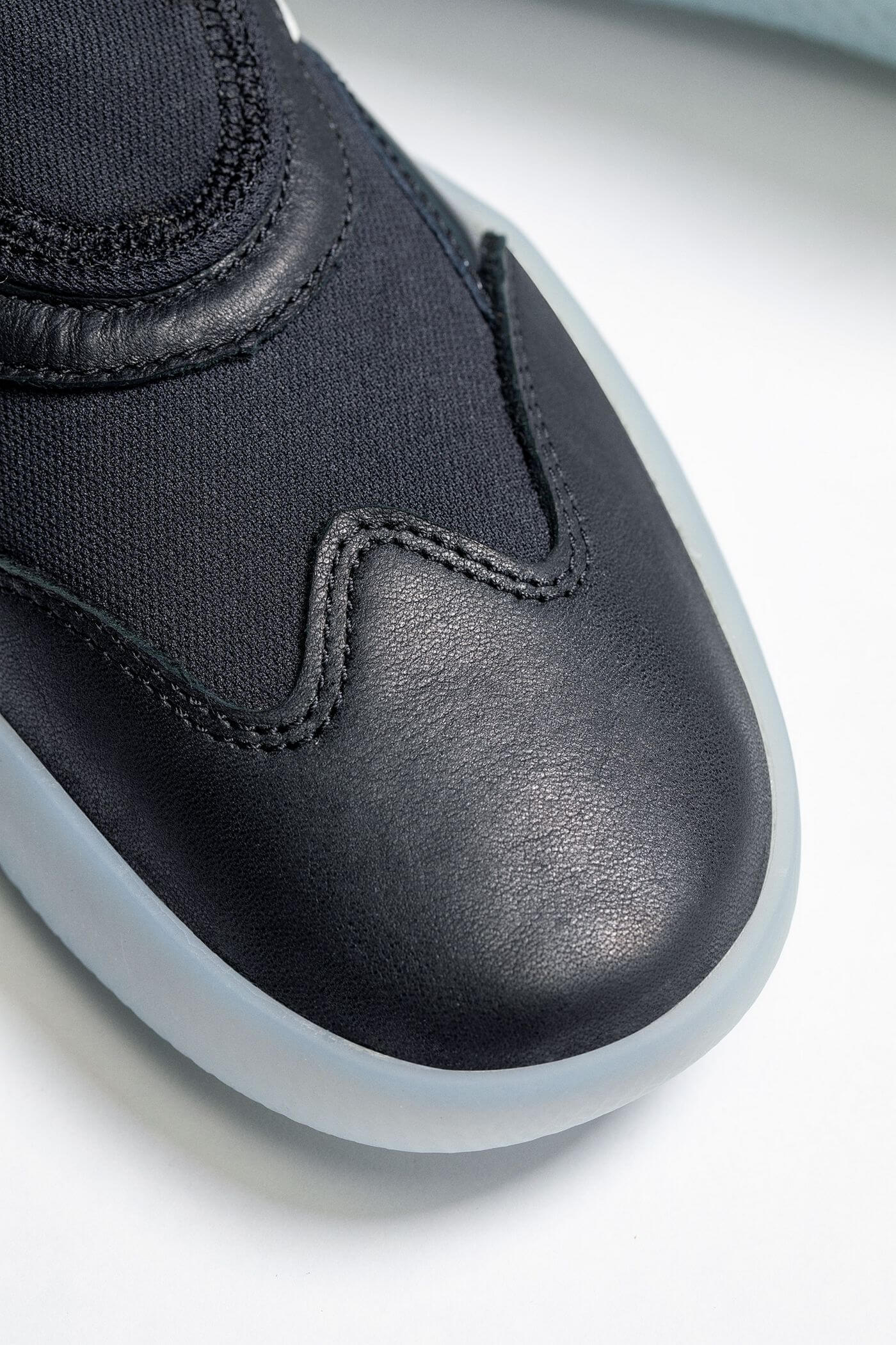 toe box of the Vault by Vans - Boot Skoot LX - black/white