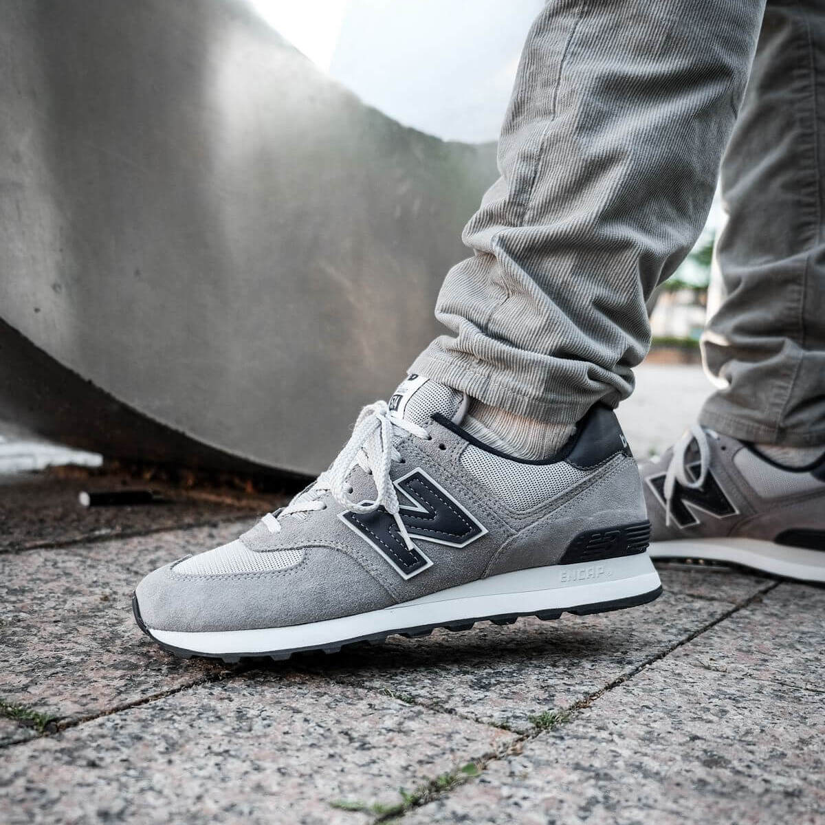 on feet photo of the New Balance - 574 History Class Pack - ML574BE2 - grey/navy