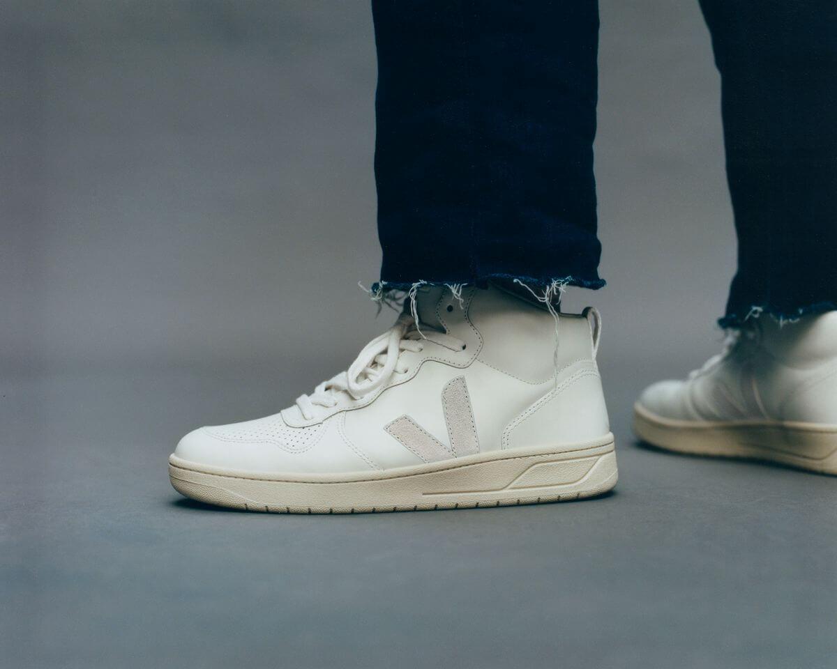 on feet - VEJA- V-15 - extra-white/natual