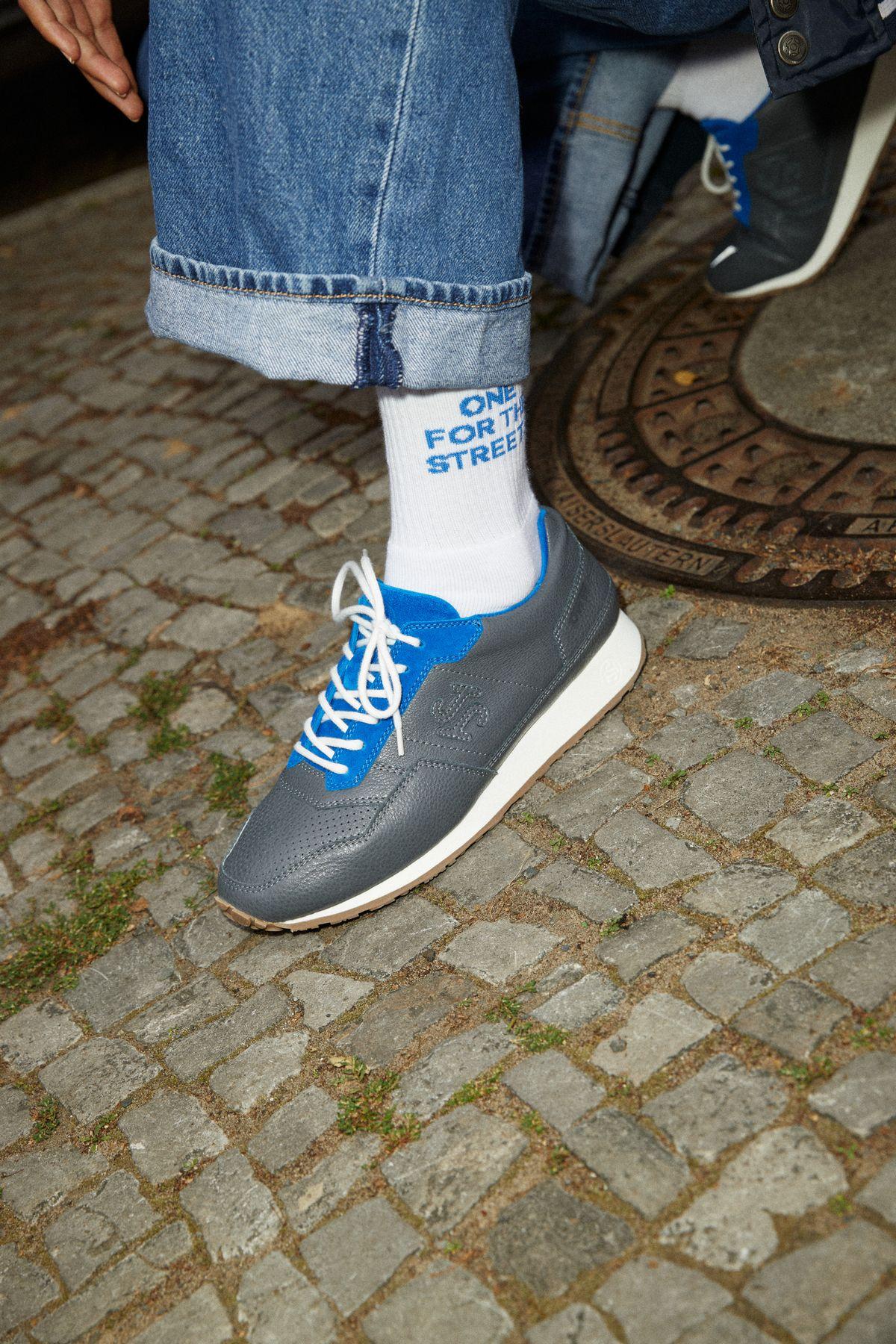 SONRA x ONE WARM WINTER - Proto II - Asphaltgrau / Nachthimmelblau on feet photo