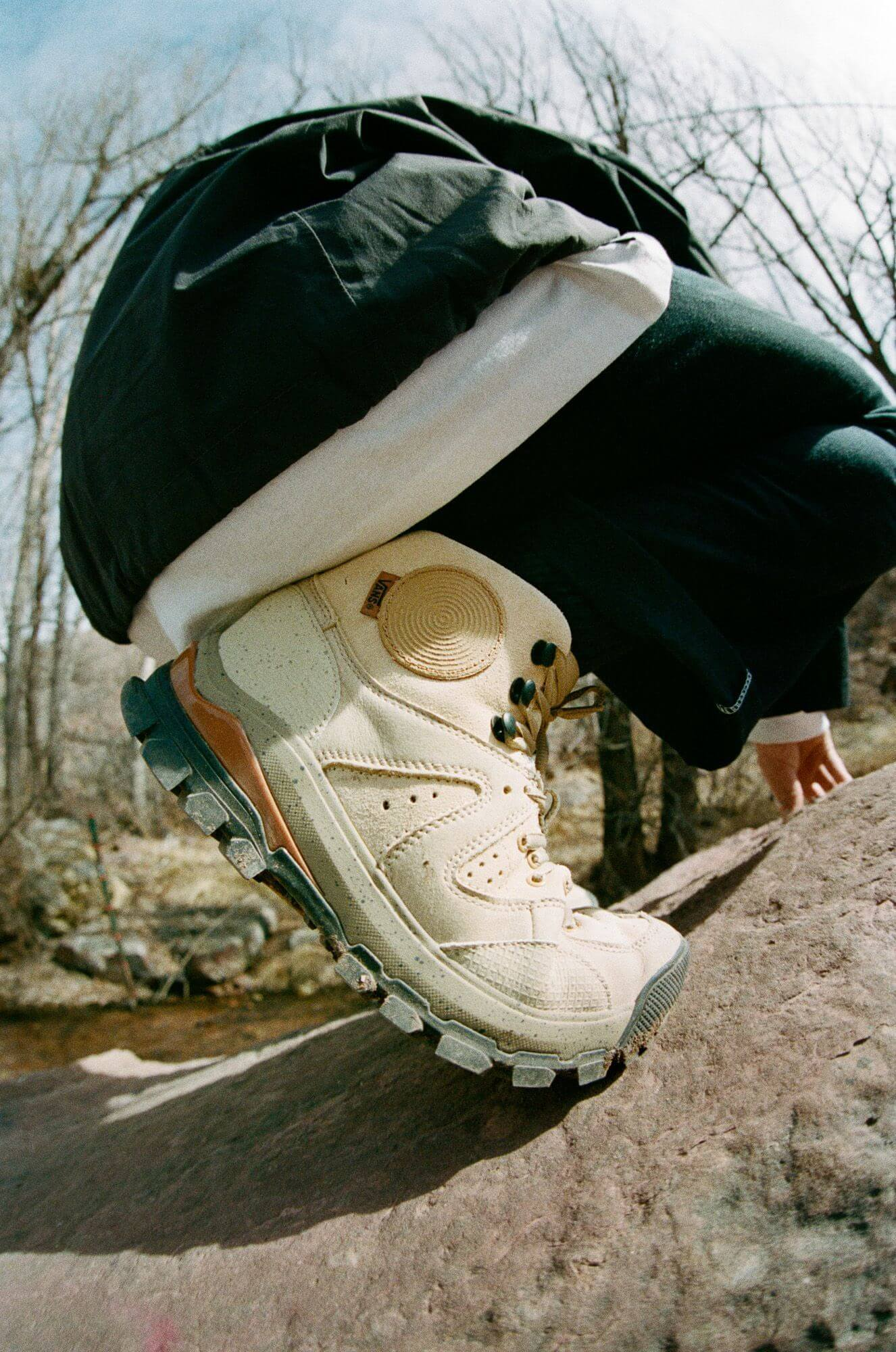 Vault by Vans x Taka Hayashi - AMZN TRLV3 LX Boot - marzipan/pebble on feet
