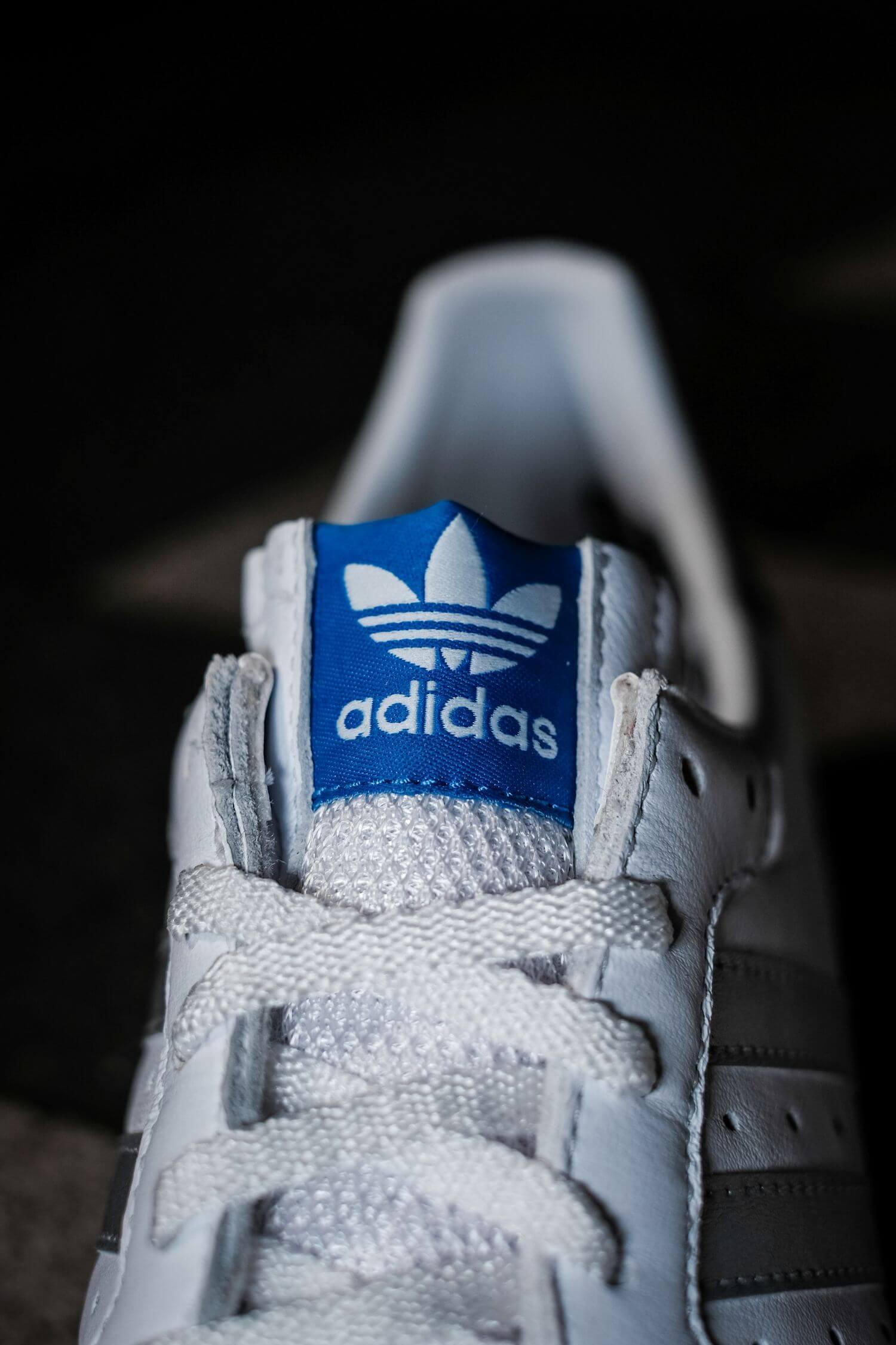details der zunge - adidas - G.S. - cloud white/silver metallic/wonder white- H01818