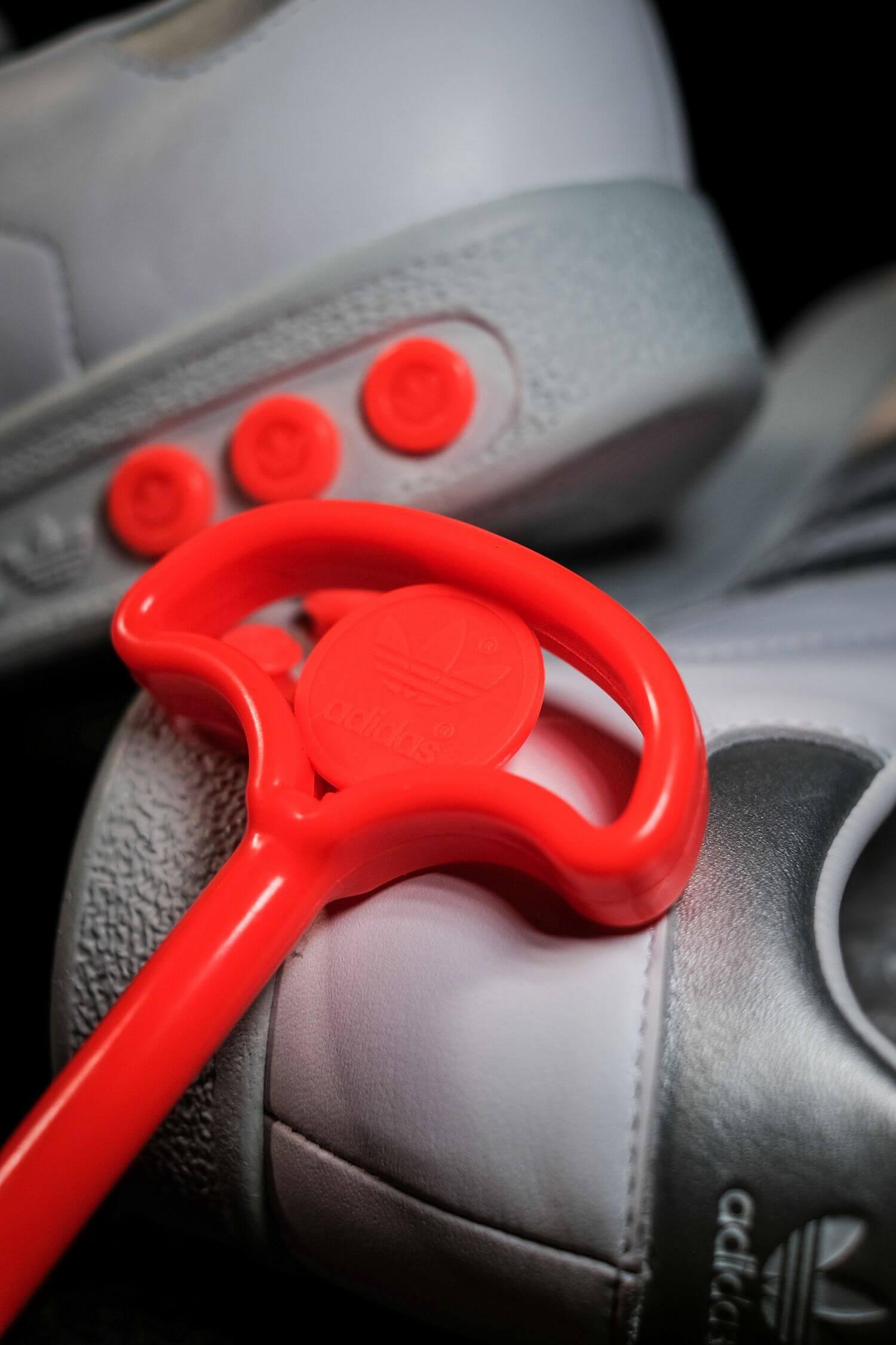adidas - G.S. - cloud white/silver metallic/wonder white- H01818 - neon orange plug tool