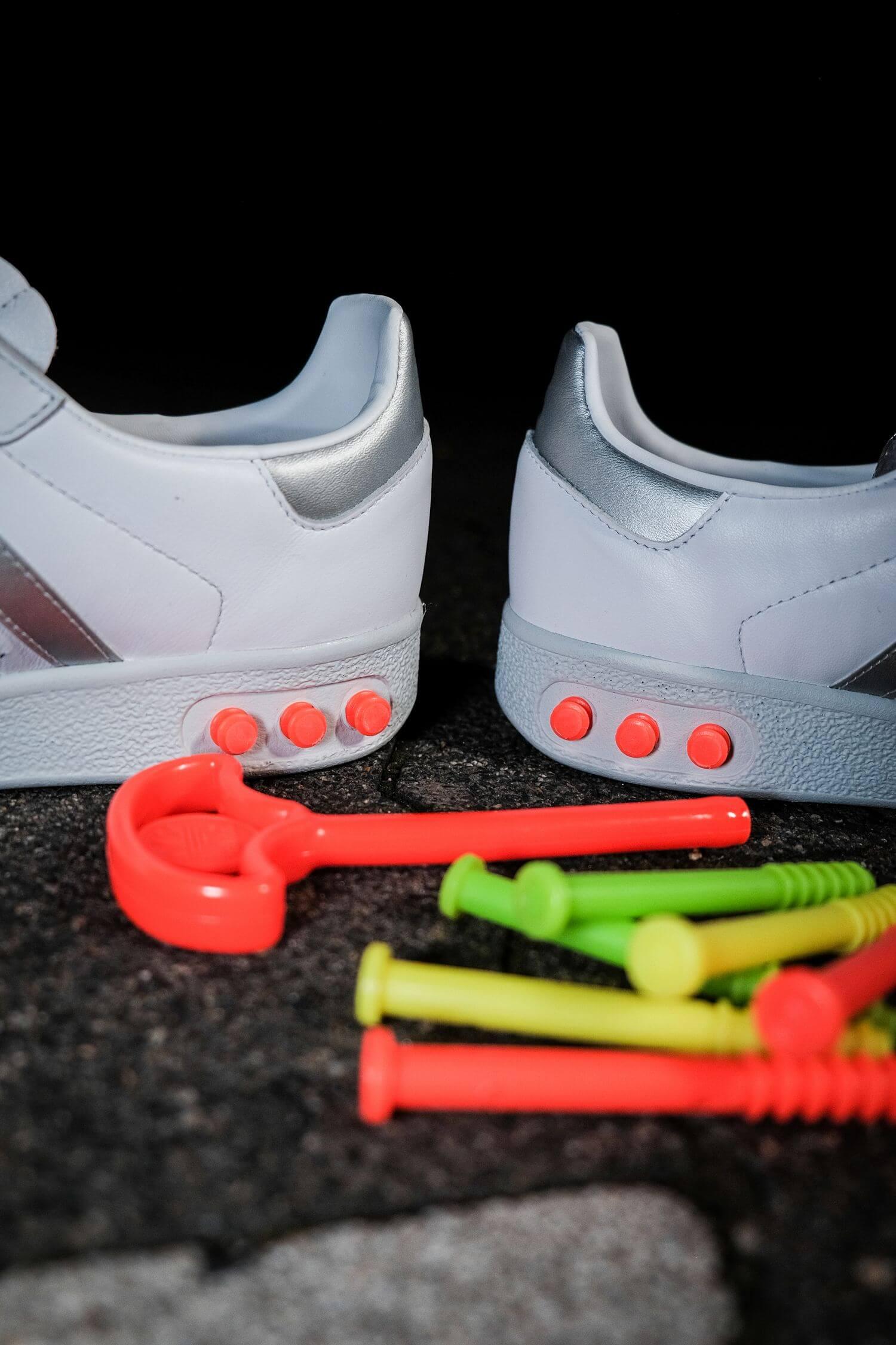adidas - G.S. - cloud white/silver metallic/wonder white- H01818 - neon orange plug tool and plugs