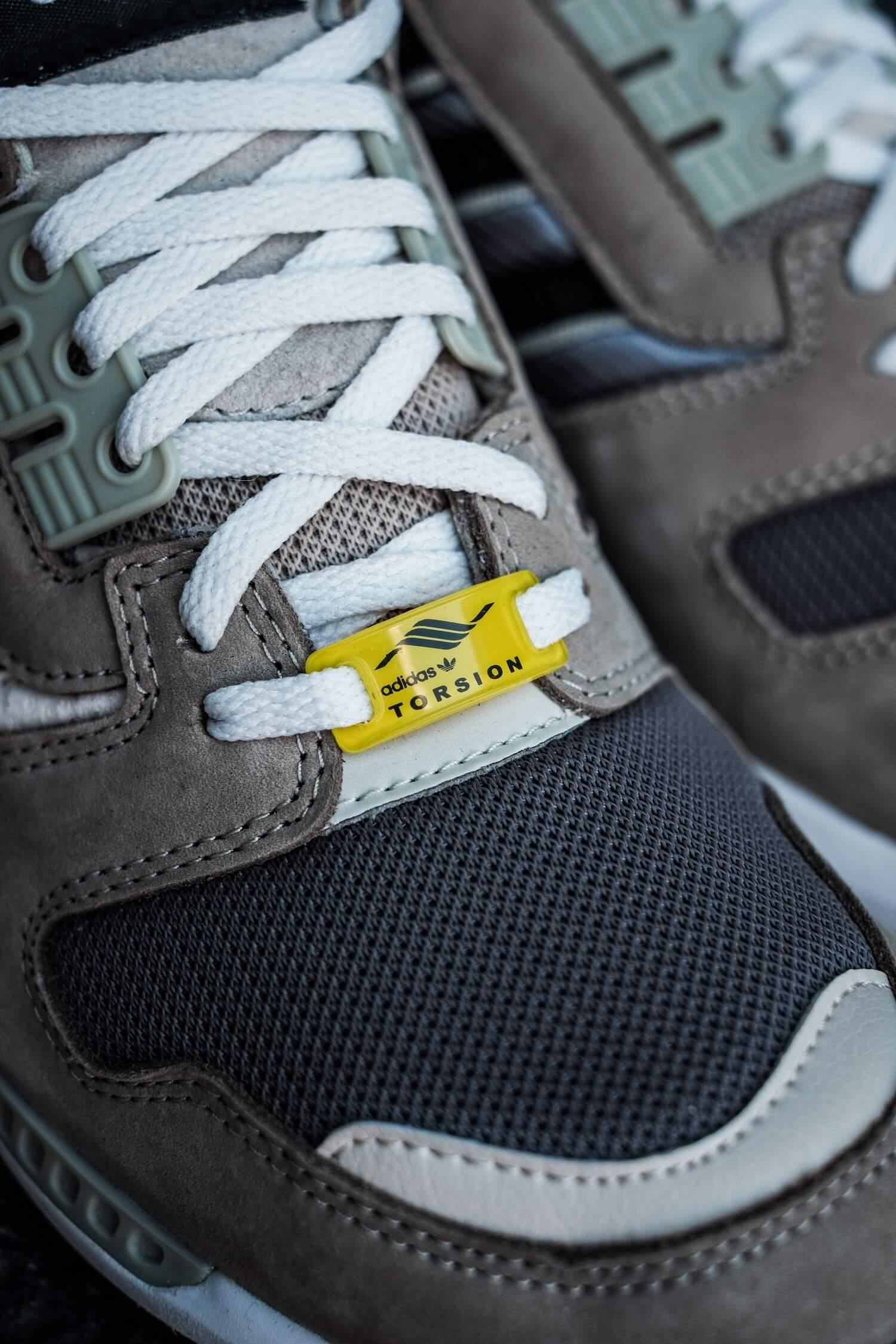 adidas torsion lace tag logo