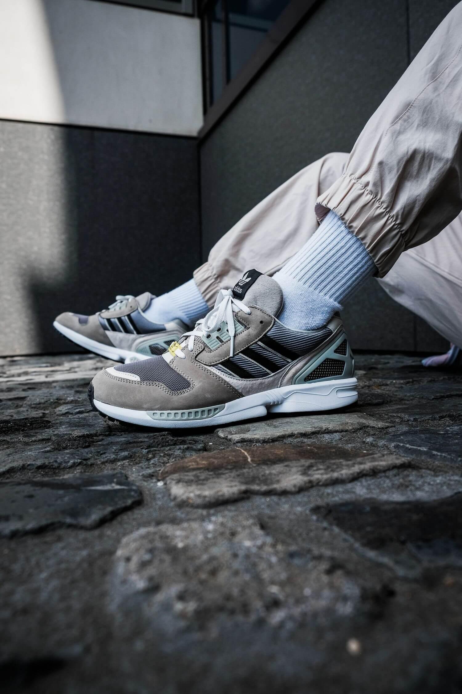 on feet - adidas - ZX8000 - feather grey/core black/aluminium - H02124