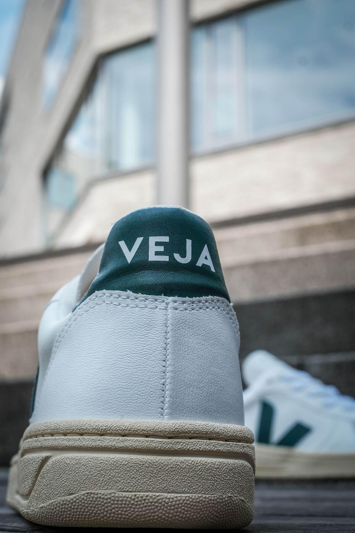 heel details - veja logo