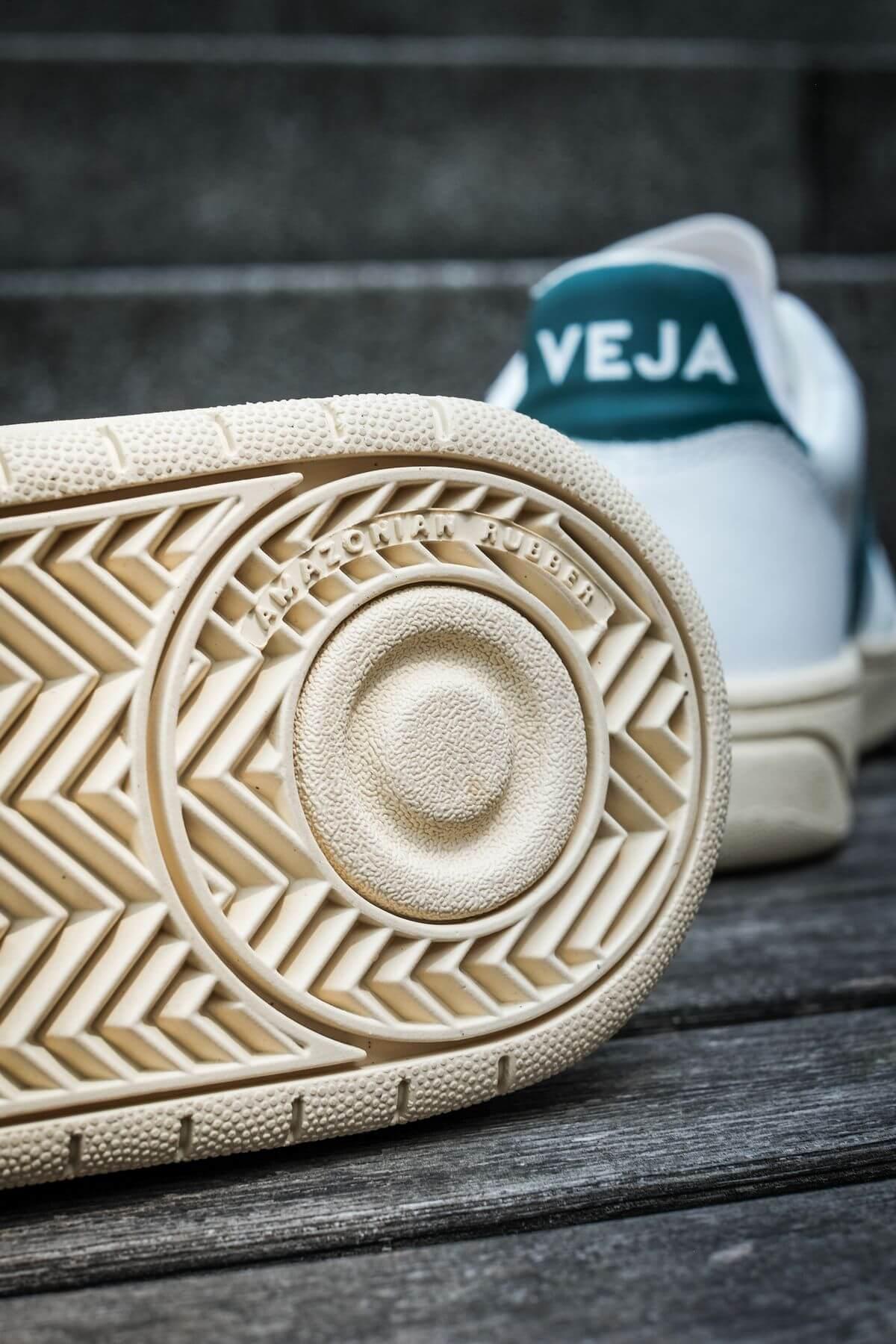 outsole of the veja v-10 cwl