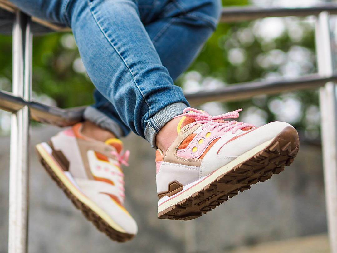 """Saucony x Feature - Courageous - """"Bacon and Eggs"""" - tan/pink - S70323-1�"""