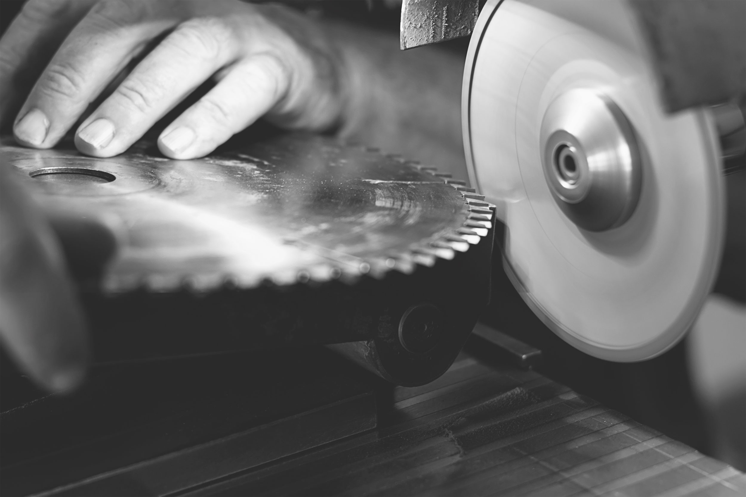 Grinder sharpening tool blades