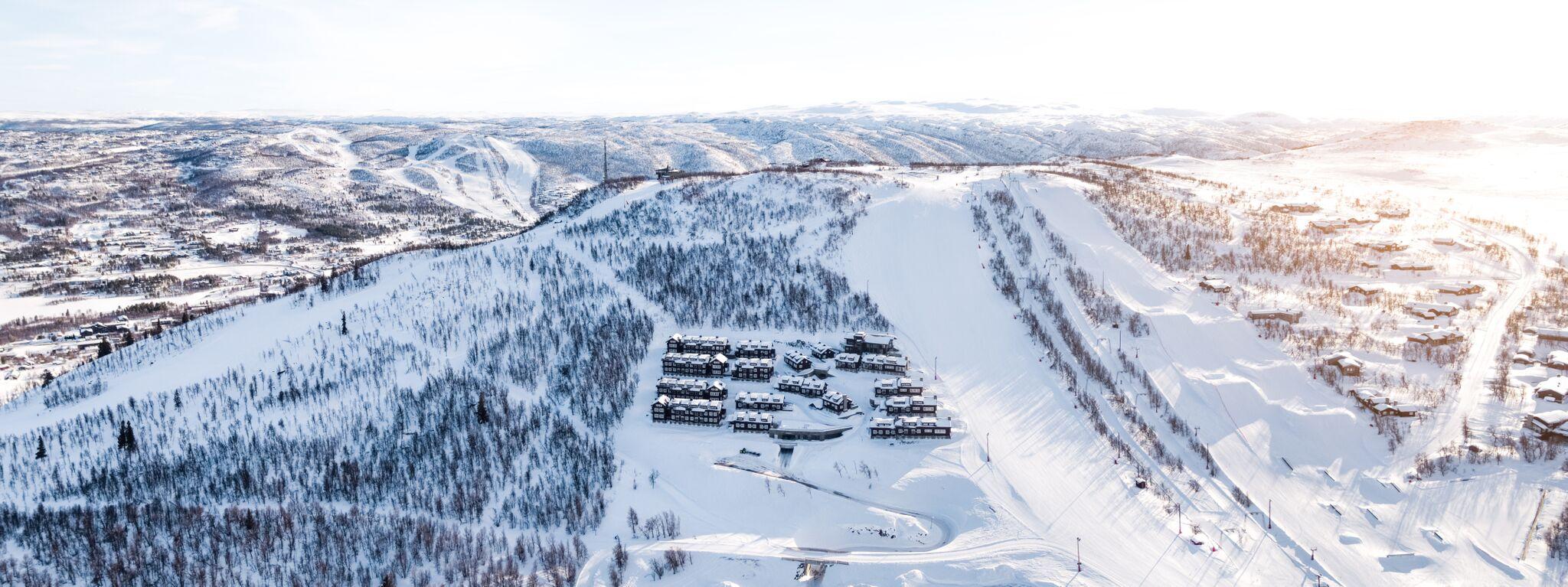 Dronebilde av Havsdalsgrenda og slalombakken
