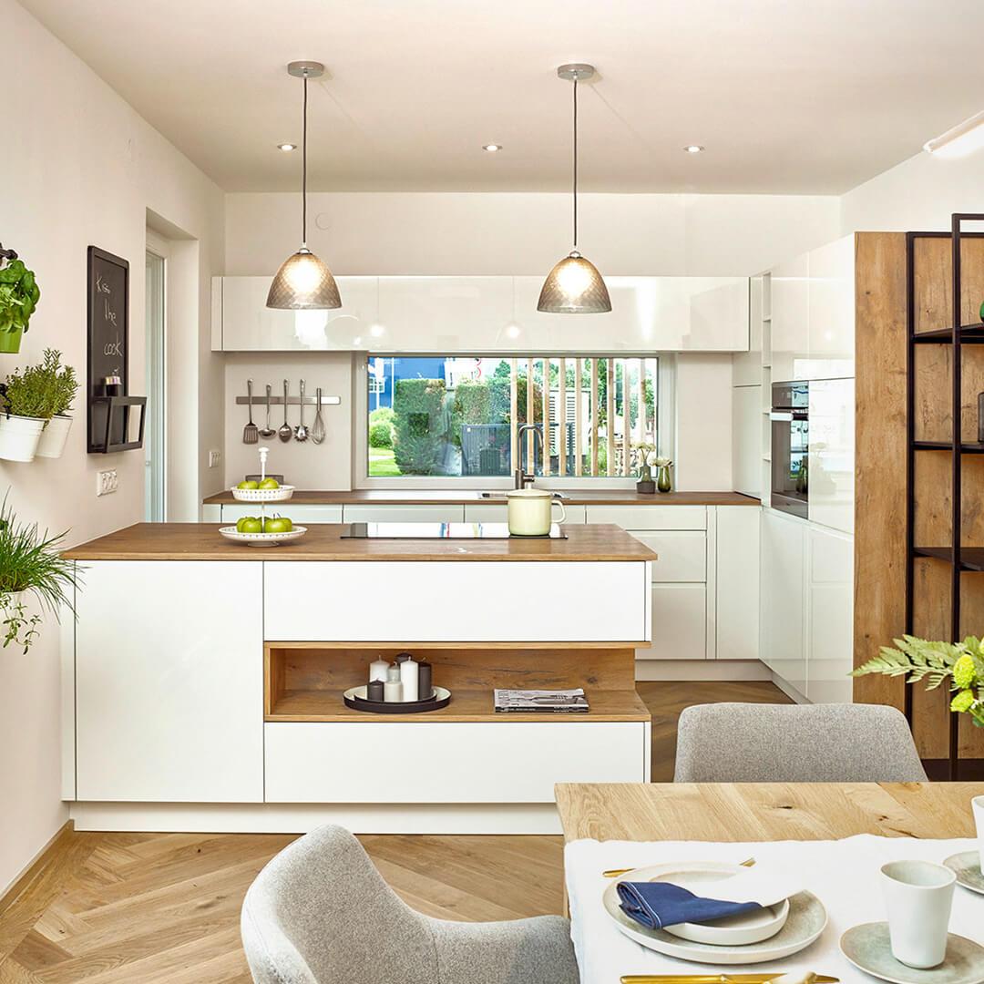 Helle und praktische Küchen mit großen Arbeitsflächen