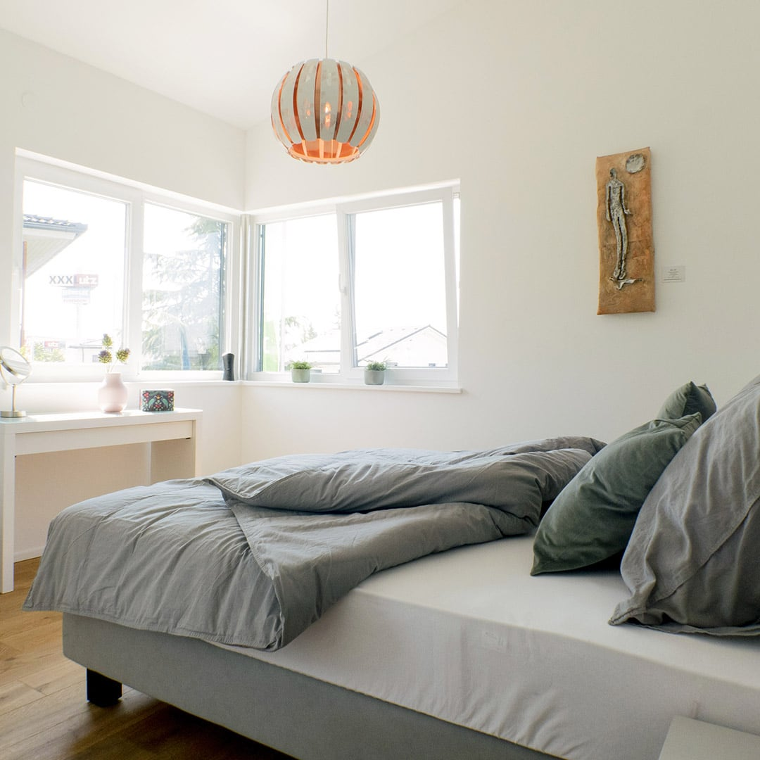 Helle Schlafzimmer im Obergeschoss