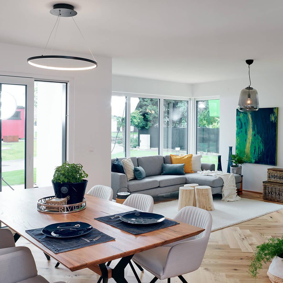 Großzügiges Wohn- / Esszimmer mit viel natürlichem Licht