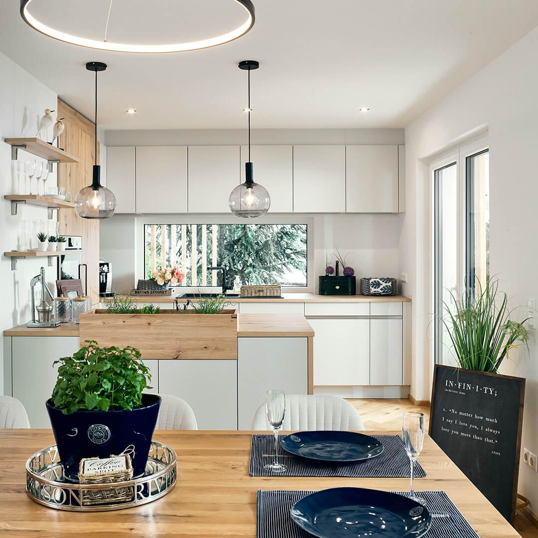 Hell und modern in der stylischen Wohnküche