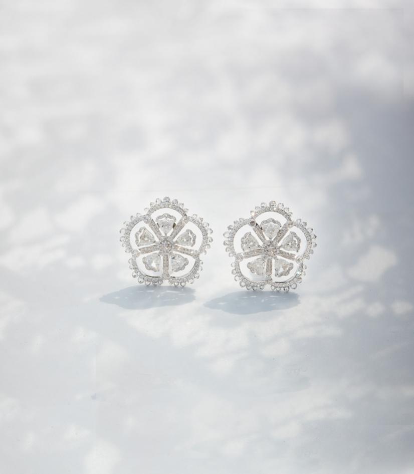 Her Story Whisper in the Wind earrings in 18K white gold, solitaires, diamond