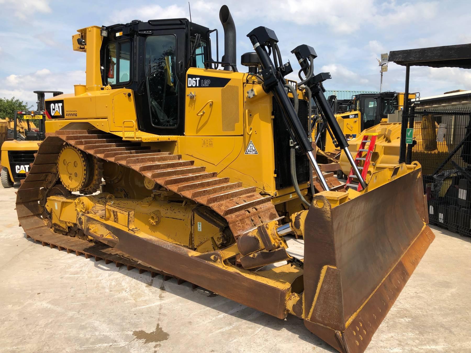 CAT D6T Bulldozer