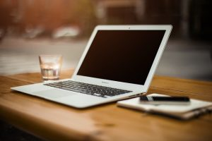 Use you laptop to find and recognize reliable movers Arizona