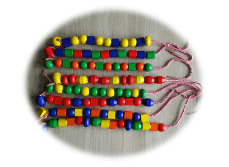 Fabrication de bracelets en suivant un algorithme