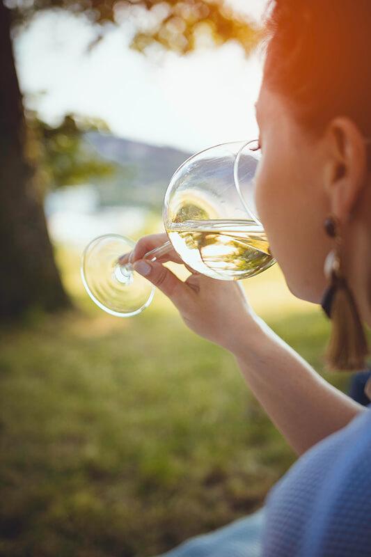 Dégustation d'un vin avec l'odorat