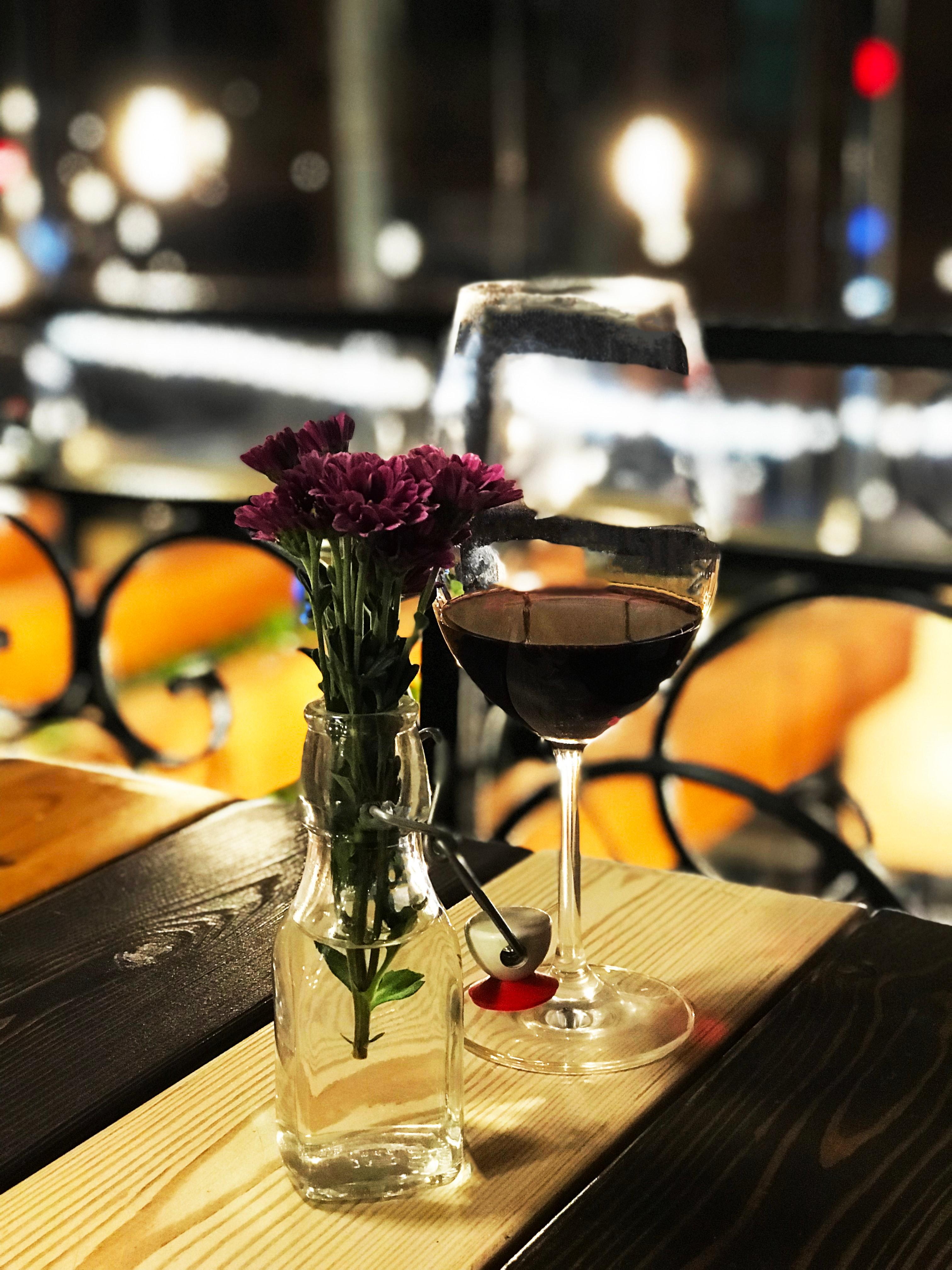 Œil, nez, bouche : comment déguster et apprécier un vin en 3 étapes ?