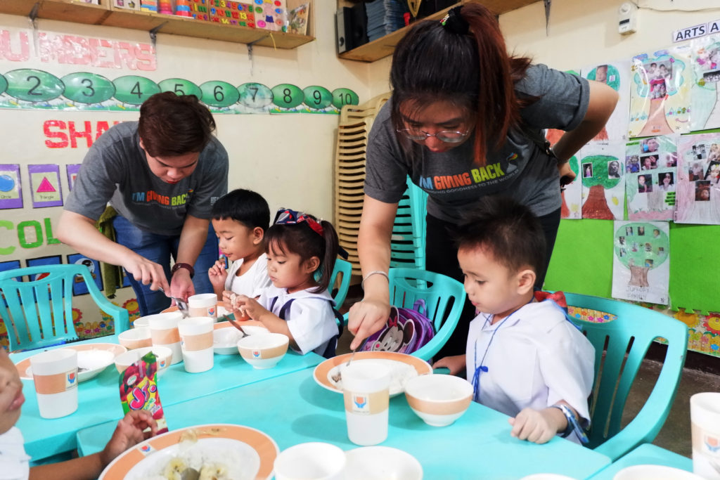 The employee-volunteers of The Hershey Company assisted the pupils during the year five launch of their feeding program at the Manila Daycare Center Cluster 5 and 6 in Baseco, Tondo, Manila.