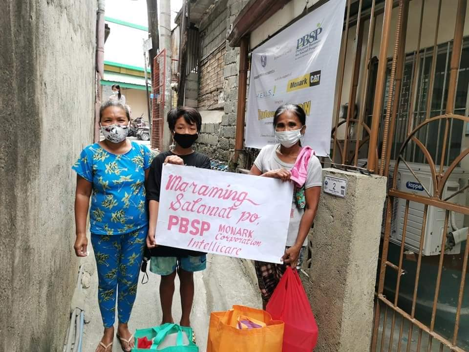 Families affected by Typhoons Rolly and Ulysses receive a community feeding project