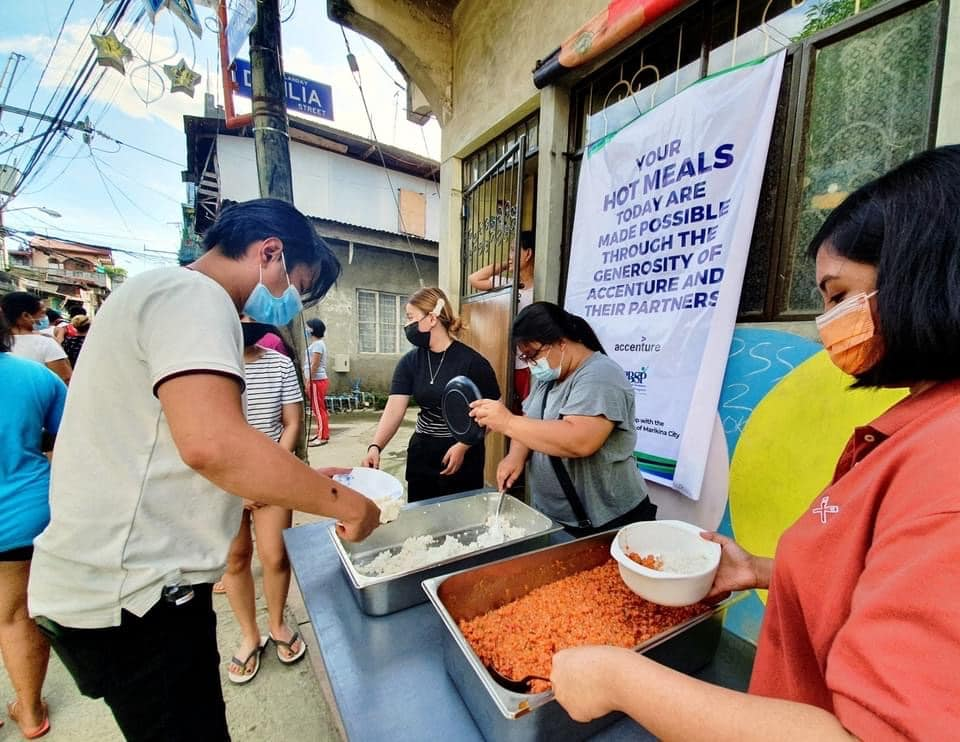Families affected by Typhoon Ulysses receive hot meals
