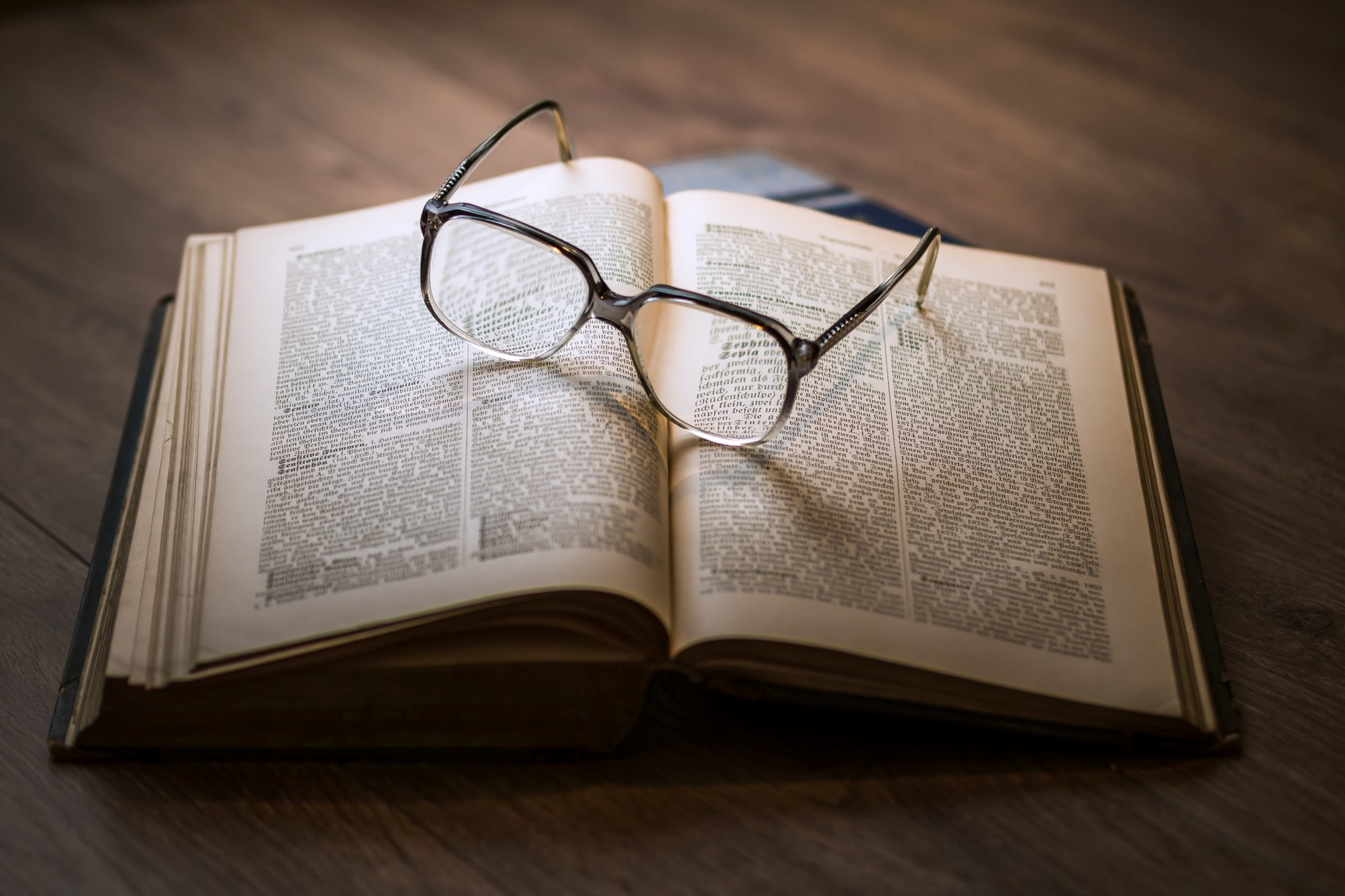 A book with a pair of glasses on them, c. Dariusz Sankows, Unsplash