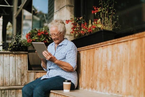 5 Tips for Using Social Media as a Senior