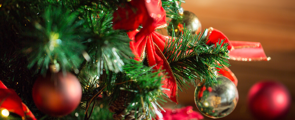 SPACE-SAVING CHRISTMAS TREE DECOR IDEAS FOR ASSISTED LIVING APARTMENTS