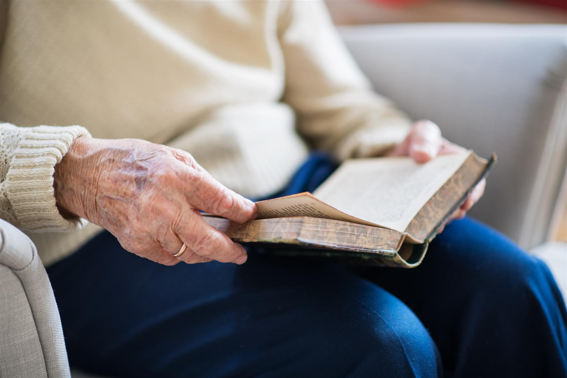 Turning to the Bible When You Feel Alone