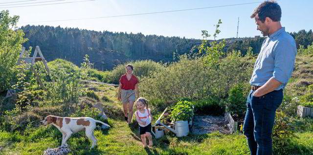 Tok sats og flyttet til Frøya: – Vi nyter muligheten til å slå rot i torv og tang her ute