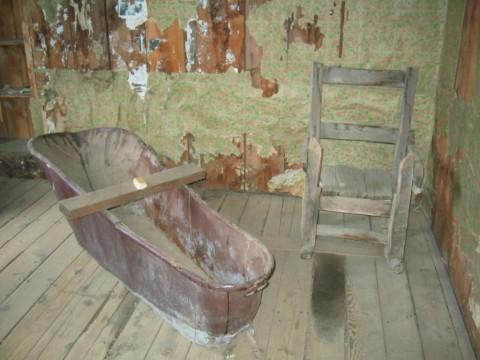 Simple rustic master bath tub sitting area
